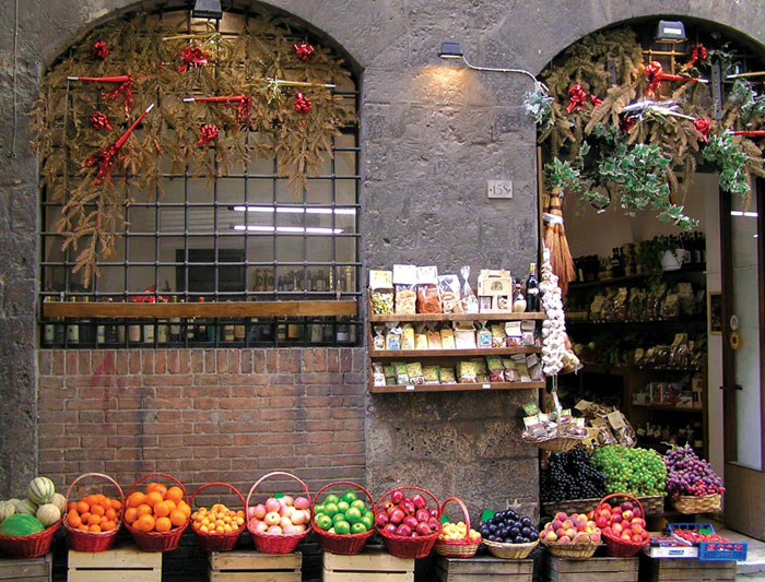 italy_siena_fruit_baskets_deli